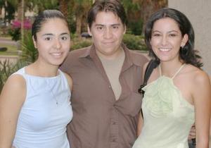 Brenda Basurto, Eduardo Rodríguez y Cynthia Moeno.