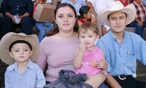 El señor Raúl Muñiz Torres y familia.