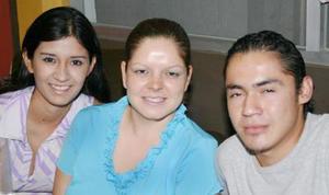 Isis Ramírez, Lidia González y Héctor Ávila.
