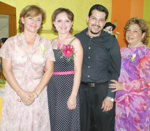 Nitzia Yamina Escobedo Mata y José eduardo Camacho Garza disfrutaron de un adespedida de solteros, que les ofrecieron Yamina Mata y Lucero Garza.