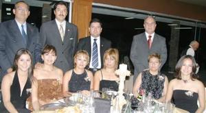 Claudia Woo, Ernesto Hernández, Beatriz de Hernández, María Woo, Sergio Varela, Salvador Olivares, Leticia de Olivares, Rafael Saavedra, Mayela de Saavedra y Vanesa Woo.