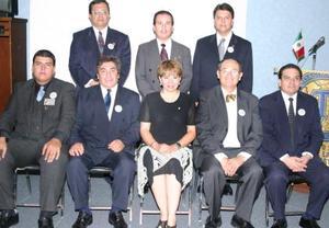 Integrantes de la nueva mesa directiva, acompañados por la gobernadora del Área 3, Libertad de Zarzar.