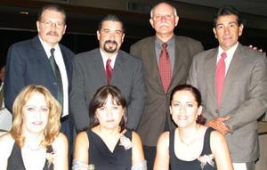 Jorge González, Víctor Alducín, Gabriel Aguilar, Guillermo Gutiérrez, Paty de González, Cecilia de Alducín y Adriana de Aguilar.