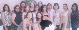 Liliana Rodríguez Canales recibió múltiples felicitaciones de sus amistades por su cercano enlace nupcial, en la  despedida de soltera que le ofrecieron hace unos días.
