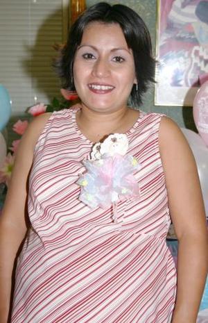 <u><i> 01 de Agosto </i></u><p>  Ofelia Belem Pérez de Fernández espera el nacimiento de cuates y por tal motivo, disfrutó de un grato convivio en honor de los bebés que espera.