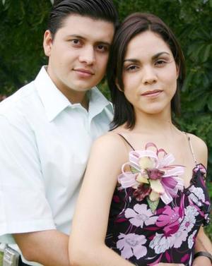 Ernesto González Aguilera y Victoria Valadés Saldívar disfrutaron de una despedida de solteros, por su próxima boda que se celebrará el 16 de octubre de 2004.