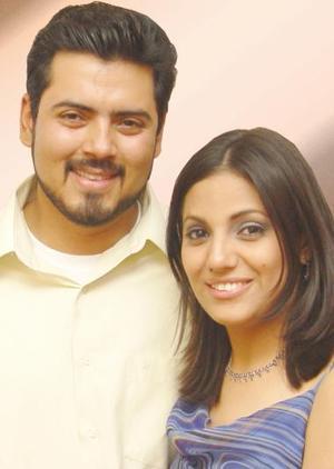 ng. Manuel Alberto Ochoa Pantoja e Ing. Karina Martínez L.Muñiz efectuaron  su presentación religiosa en la parroquia de San José, el viernes 23 de julio de 2004.