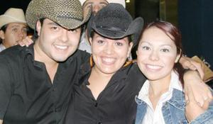 Federico Juárez, Wendy Cabrera y Karla Lozano.