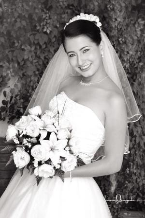L.M. Sara Lizeth Garnier Escárcega el día de su enlace matrimonial con el C.P. Armando Gallegos Padilla.   <p> <i>Estudio: Laura Grageda</i>