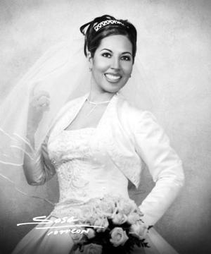 C.P. Claudia Marcela Rivas Nájera unió su vida en ceremonia religiosa a la del Lic. Wilfrido Alejandro Recio Sánchez.   <p> <i>Estudio: Sosa</i>