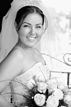 Ing. Beatriz Scarlett Orozco el día de su enlace nupcial con el Ing. Manuel Ramírez Landeros.   <p> <i>Estudio: Laura Gregeda</i>