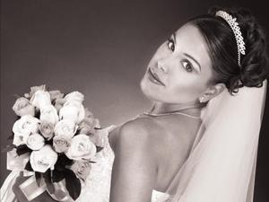 Lic. Ivett Adriana Flores Solís unió su vida en el Sacramento del matrimonio a la del Ing. Juan Fernando López Ubillo.   <p> <i>Estudio: Laura Gregeda</i>