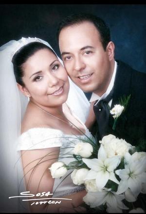 Ing. Julio Luis Martínez del Río y Srita. Ruth Graciela Espino Esquivel contrajeron matrimonio religioso en la parroquia Los Ángeles el sábado 29 de mayo de 2004.  <p> <i>Estudio: Sosa</i>