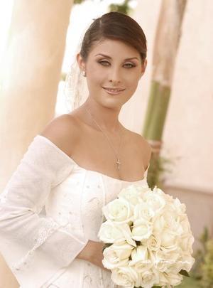 Srita. Laura Lissette Díaz Moreno, el día de su enlace nupcial con el Sr. Carlos Leal Ancira.   <p> <i>Estudio: Maqueda</i>