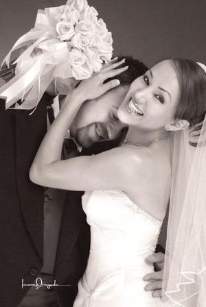 Srita. Isabel González Enríquez el día de su enlace matrimonial con el Sr. Marcos Antonio Jiménez Fernández.   <p> <i>Estudio: Laura Grageda</i>
