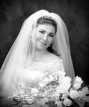 Srita. Luz Amparo Martínez Ramírez unió su vida en el Sacramento del matrimonio a la del Sr. Timothy Ashford Hollins. <p> <i>Estudio: Sosa</i>