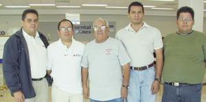 <u><i> 02 de Agosto </u></i><p>    Javier Camarena viajó al DF, lo despidieron Marco, Fausto, Rafael y Alberto.