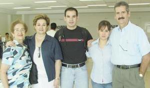 Fernanado Ramírez viajó a Orlando, lo despidieron Alejandro, Elvis, Paty y Ana.