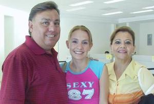 <u><i> 04 de Agosto </u></i><p>   Zoila Angélica Valdez viajó a Diblín y fue despedida por Zoila y Gustavo Valdez.