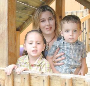 Diego Humberto y Pamela Orduña Ulloa cumplieron dos y tres años de vida, respectivamente, y lo celebraron con un a divertida fiesta que les prepararon sus papás, Humberto Orduña Muñiz y María Teresa Ulloa Cepeda.