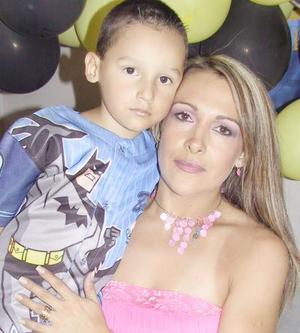 Federico Morado Galvíz junto a su mamá Ema Galvíz de Morado, en su fiesta de cumpleaños.