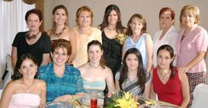 Beatriz Vargas jiménez compartió gratos momentos, con algunas de las invitadas a su despedidade soltera, con motivo de su próximo matrimonio.
