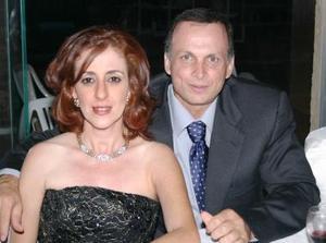 Linda de Zarzar y Jacobo Zarzar.