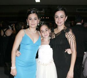 Pamela, Patricia y Érika Abularach.