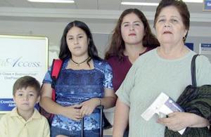 Elba Barragán y Andrea Martínez, viajaron con destino a Puebla, las despidieron Sonia Mota y Antonio Martínez.