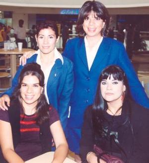 <u><i> 06 de Agosto </u></i><p>   Cristina Esparza, Virginia Camacho, Marisa Camacho y Claudia MEsta, captadas en conocido centro comercial.