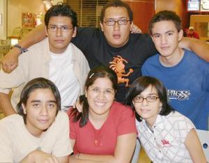 Nazul Aramaya, Julio Luna, Alonso Fernández, Marcos Chávez, Pilar Faedo y Fabiola Zavala.