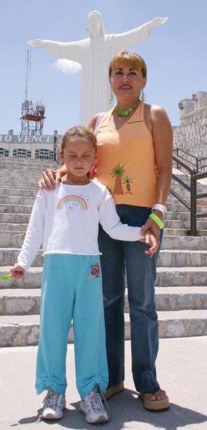 Karina Mier de Roiz y Luis Fernanda Roiz.
