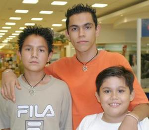 Dhemian Reynoso, Rafael Pinacho y Diego González.