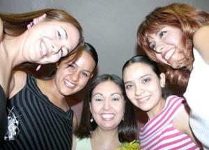 Liliana Torres García acompañada de Georgina, Verónica, Jéssica, Sofía Liliana, en su despedida de soltera.