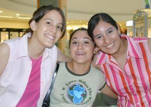 Gaby Romero, Olenka Salazar y Karen González.