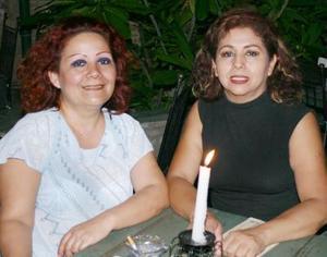 Carolina Silva y Lupita Castañón.