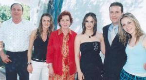 Mario, Jessica, Josefina y Mary José Garza festejaron con una agradable reunión a Alejandra Orozco Diosdado y Mario Garza Garza, por su cercano enlace matrimonial.