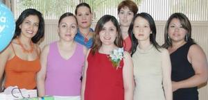 Linda Fernández de Carrillo recibió numerosos obsequios, en honor del bebé que espera.