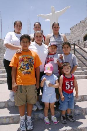 Blanca Rosales, Socorro, Jaime, Lorena Rosales, Brenda, Luis Javier Hernández, Miguel Vergara, Elmer Pérez, Sidney Pérez y Alberto Hernández.