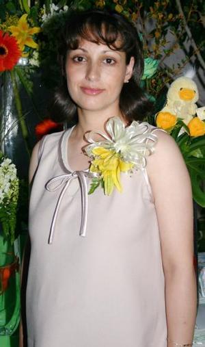 <u><i> 06 de Agosto </i></u><p>  Brenda angélica García de Chávez espera el nacimiento de su primer bebé, y por tal motivo recibió sinceras felicictaciones.