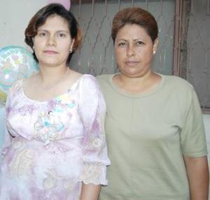 <u><i> 07 de Agosto </i></u><p>  Clara López de Lozorio espera el nacimiento de su tercer bebé, por tal motivo recibió múltiples felicictaciones, en la fiesta de canastilla que le ofreció Martha Fernández.