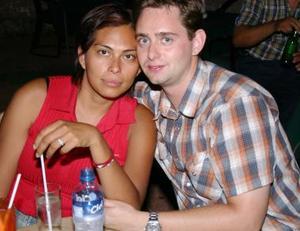 Anna Hernández y Johnathan Dyck.
