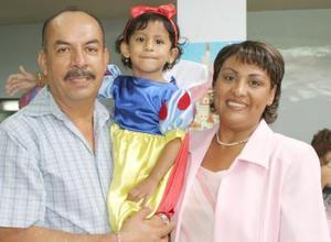 María José Rangel Román festejó con agradable convivio su tercer cumpleaños, el cual fue organizado por sus pápas, Pedro Rangel y Leticia de Rangel.
