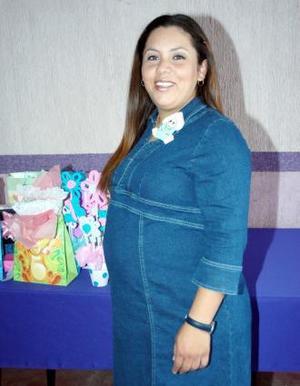 Evelyn Edith Vázquez de contreras espera la llegada de su bebé, y por tal motivo recibió múltiples felicitaciones.