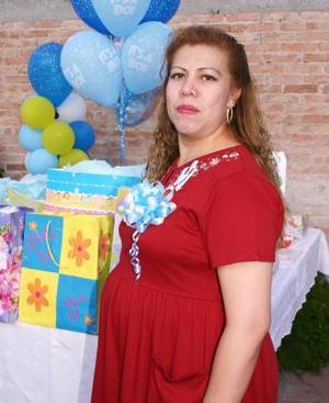 Yolanda Martínez de Enríquez espera el nacimiento de su bebé y por tal motivo recibió numerosos obsequios, en la fiesta de canastilla que le ofreció Anita Fernández de Martínez.