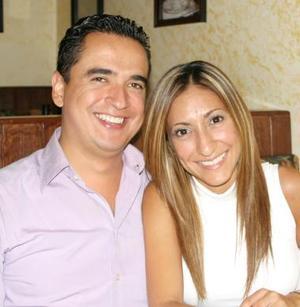 Erik Fernández y Mayela castellanos.