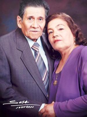 Sr. Miguel Bretado Rodríguez y Sra. Olimpia Ruvalcaba celebraron su 50 aniversario de Bodas de Oro Matrimoniales el sábdo 24 de julio de 2004.