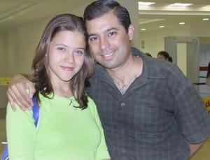 Ana Sofía Rosas y Héctor Guerra viajaron con destino a la Ciudad de México.