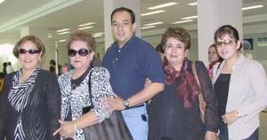 <u><i> 08 de Agosto </u></i><p>   Lupita gonzález viajó a California, la despidió la familia Méndez y Escalera Méndez.