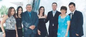 Alejandra Orozco Diosdado y MArio Garza Garza acompañados por Ana Isabel, Mercedes, José Luis, Mercedes y José Luis Orozco Diosdado, en reciente acontecimiento social.